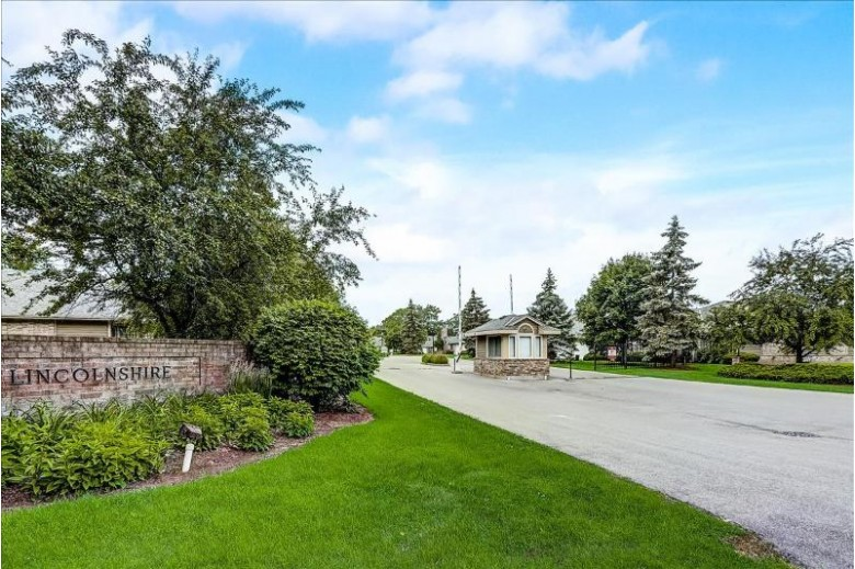 7078 N Lincolnshire Cir Milwaukee, WI 53223-6343 by First Weber Real Estate $122,500
