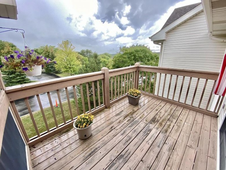 9255 S 51st St 303 Franklin, WI 53132-9275 by Resolute Real Estate Llc $249,900