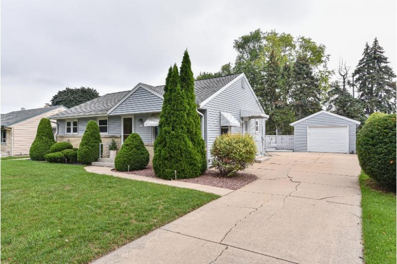 1230 S 90th St West Allis, WI 53214-2839 by Realty Executives Southeast $185,000