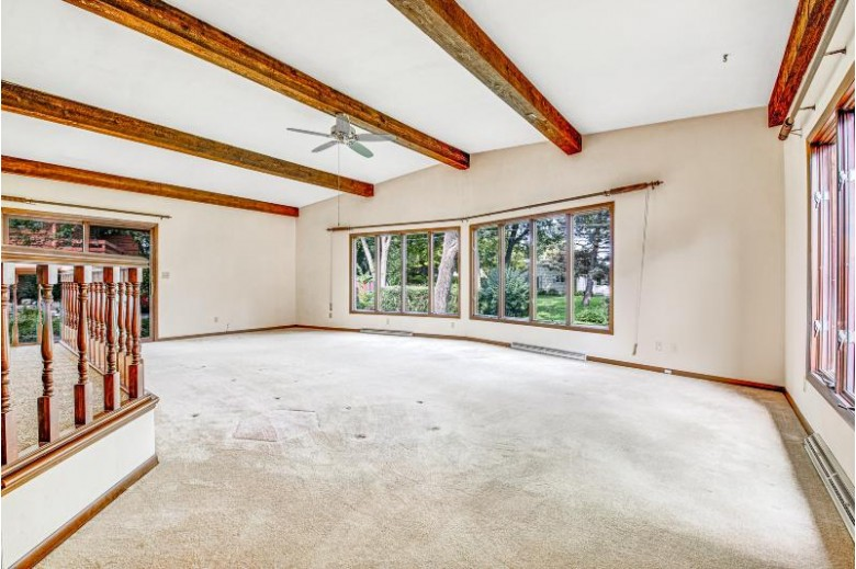 809 Hawthorn Dr Waukesha, WI 53188-2954 by Nested Real Estate Llc $265,000