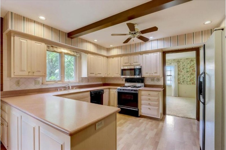 2545 Maple Hill Ln, Brookfield, WI by Mypro Realty $414,900