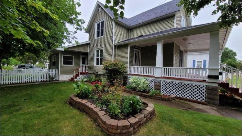 1828 Carney Ave Marinette, WI 54143 by Jd 1st Real Estate, Inc. $179,000