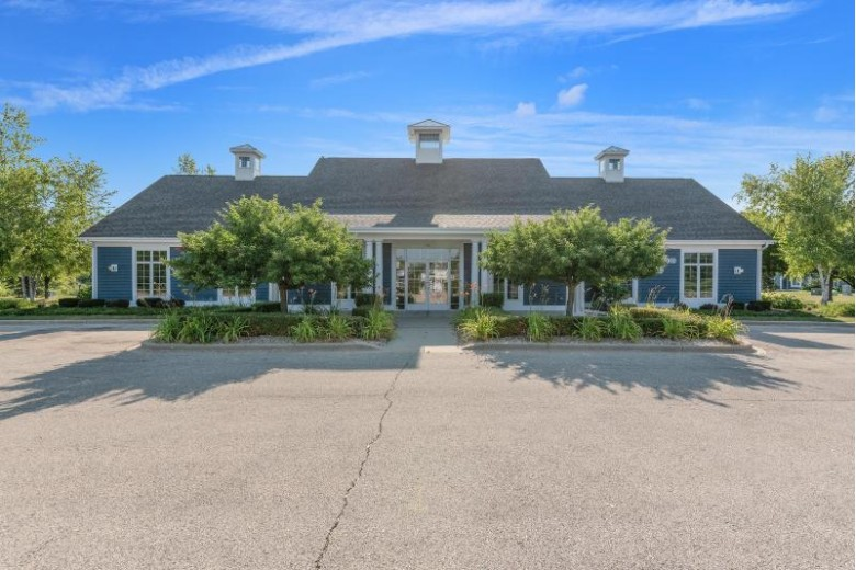 752 Bridlewood Dr 2104F Hartford, WI 53027-3107 by Re/Max Insight $205,000