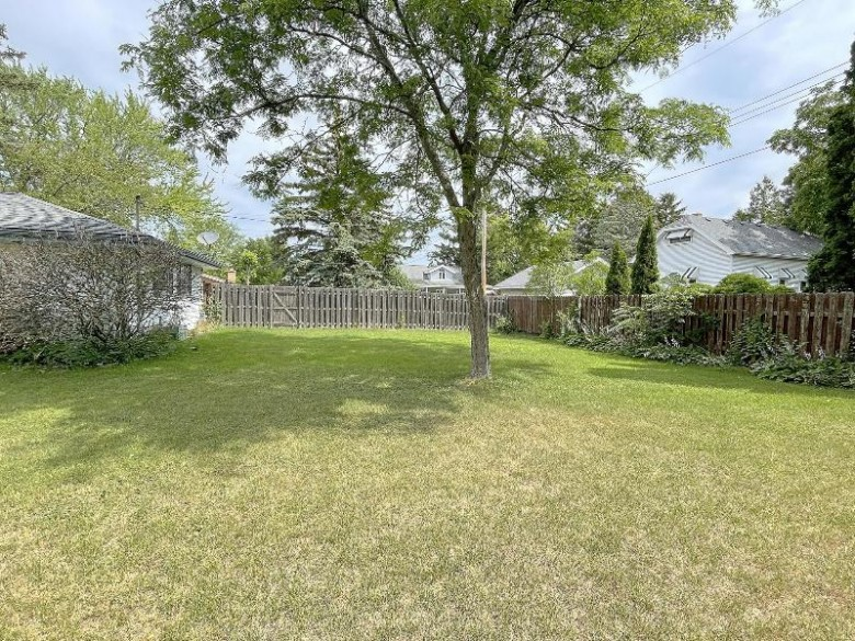 4204 S 93rd St Greenfield, WI 53228 by Parkway Realty, Llc $274,900