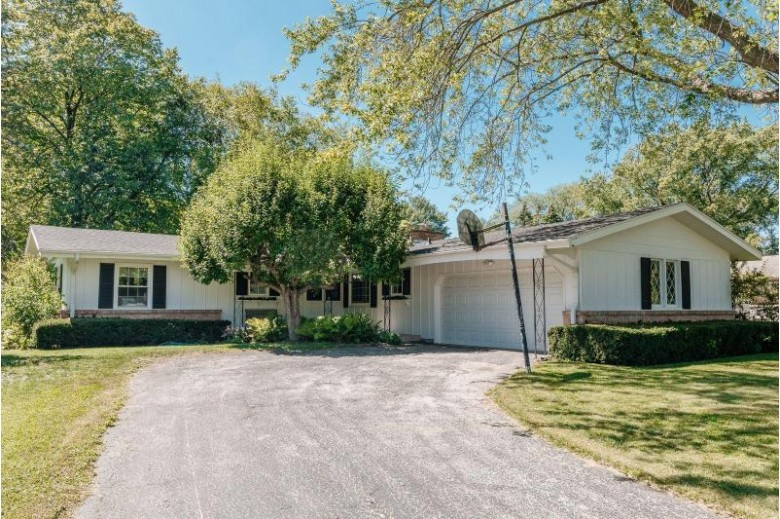 5375 S Allenwood Ln Hales Corners, WI 53130-1507 by Benefit Realty $289,900