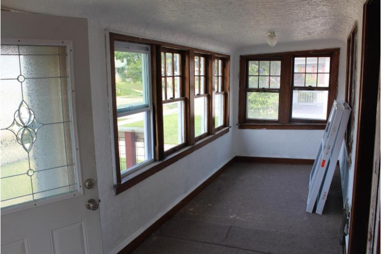 1328 S 85th St West Allis, WI 53214-2962 by First Weber Real Estate $160,000