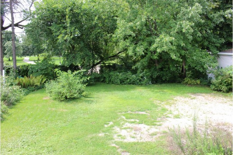 414 Bethesda Ct Waukesha, WI 53186-4524 by First Weber Real Estate $169,900