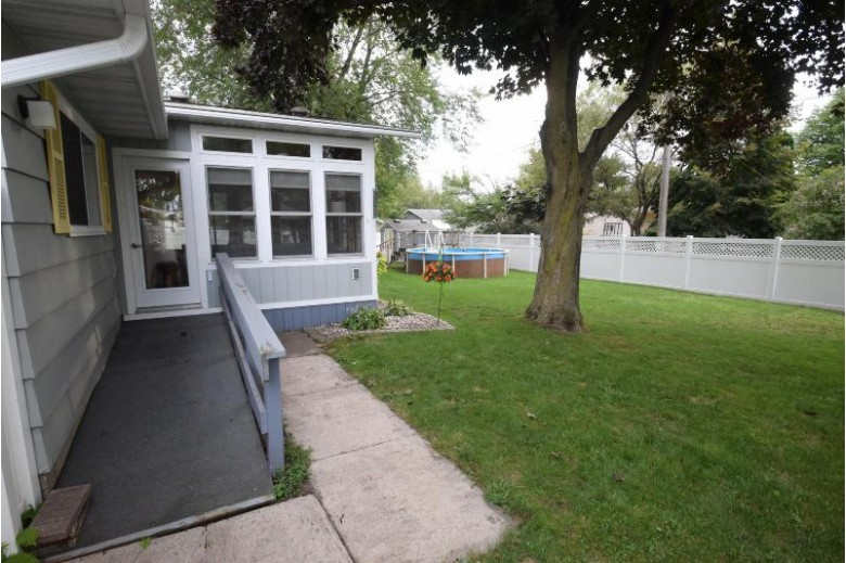 2711 Shore Dr Marinette, WI 54143 by Coldwell Banker Real Estate Group Mi/Wi $179,900