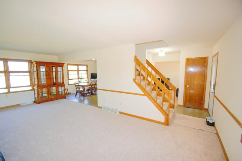 1800 Forest Hill Ave South Milwaukee, WI 53172-3411 by Shorewest Realtors, Inc. $289,900