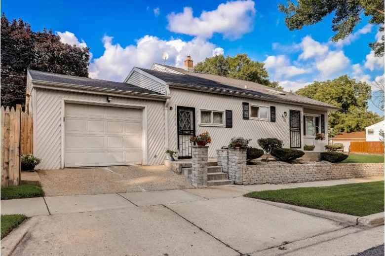 8100 W Custer Ave Milwaukee, WI 53218-3532 by Exp Realty, Llc~milw $175,000