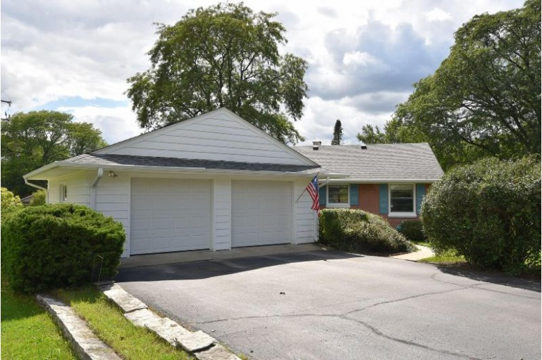 220 Madero Dr Thiensville, WI 53092-1739 by First Weber Real Estate $325,000