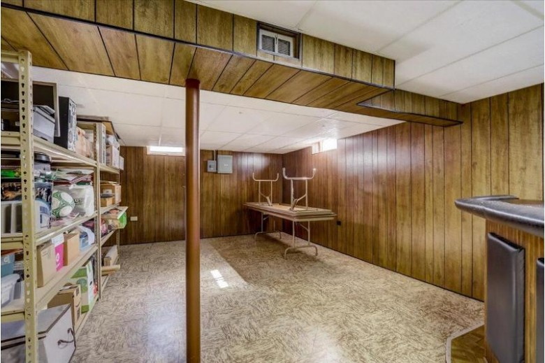 N69W23785 Sari Ct, Sussex, WI by First Weber Real Estate $299,900