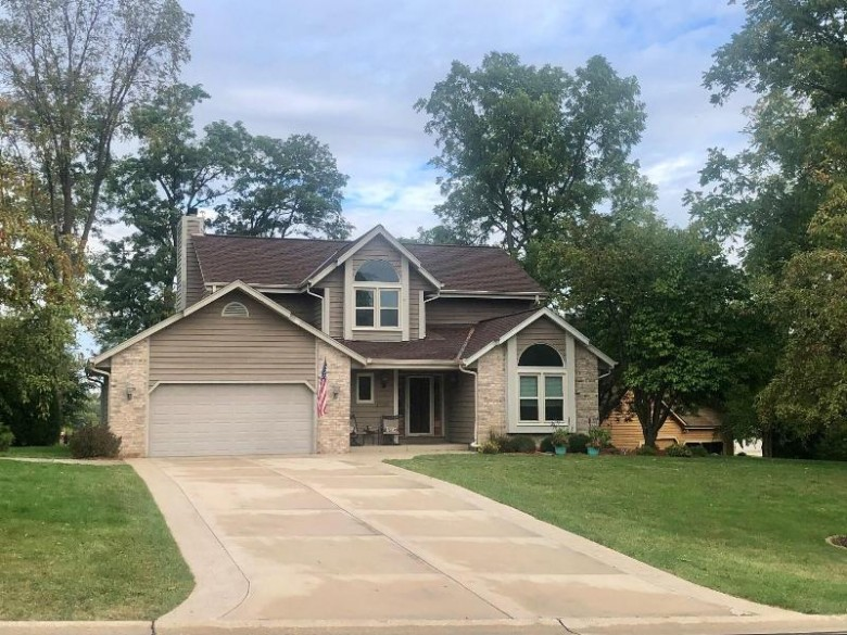 13980 W Sun Valley Dr New Berlin, WI 53151-6882 by Milwaukee Executive Realty, Llc $495,000