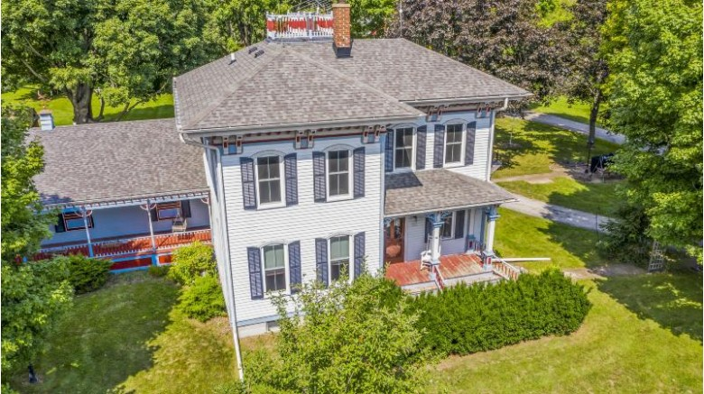 33928 Janesville Rd Mukwonago, WI 53149-8923 by First Weber Real Estate $529,000