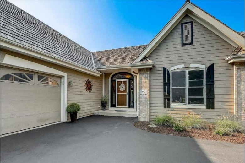 N12W29910 Southampton Ct Waukesha, WI 53188-5318 by Realty Executives - Integrity $599,900