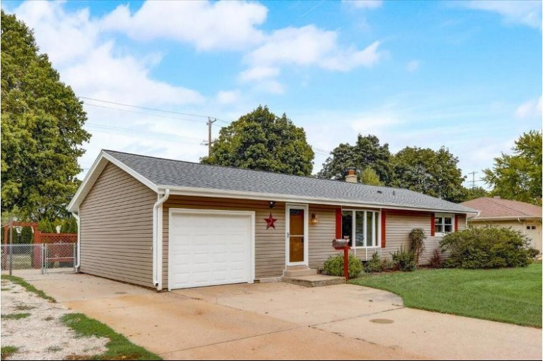 308 Elwin Dr Mukwonago, WI 53149-1109 by First Weber Real Estate $249,900