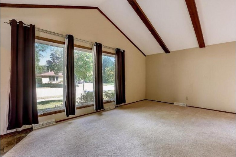 1700 Chapman Dr Waukesha, WI 53189-7217 by Exp Realty, Llc~milw $279,900