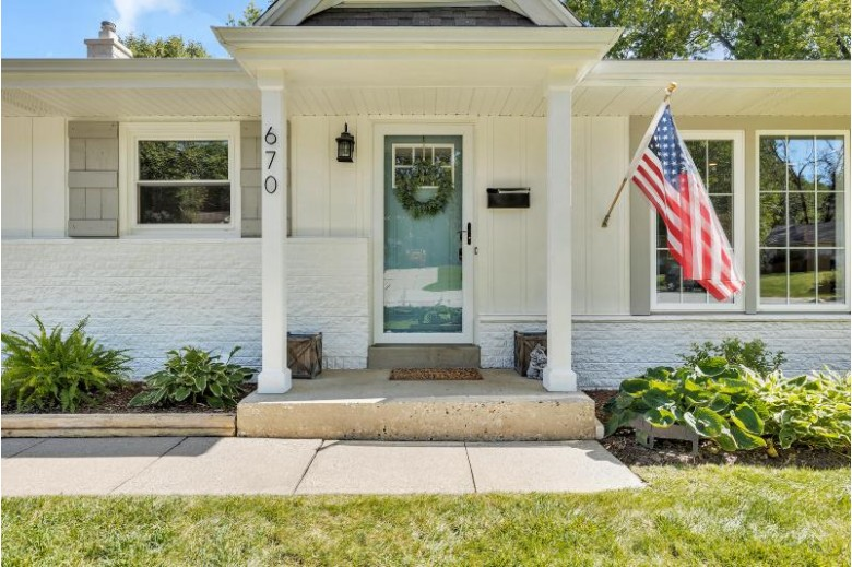 670 Brandt Ct Pewaukee, WI 53072 by Lake Country Flat Fee $345,000