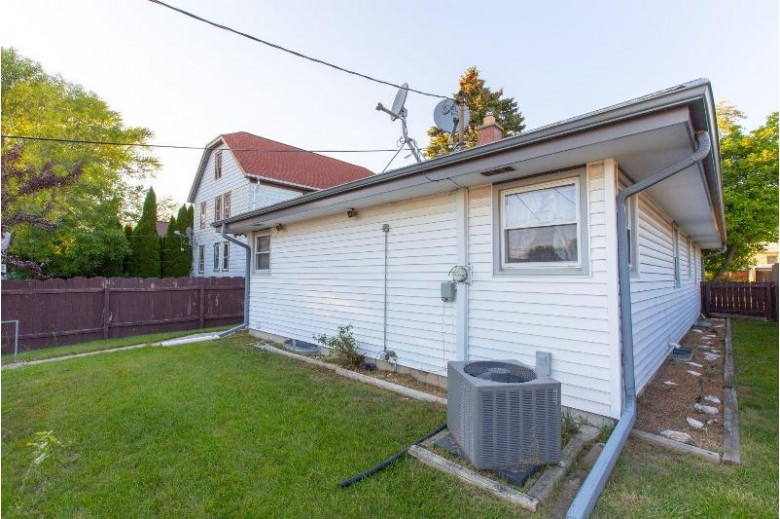 609 Menomonee Ave, South Milwaukee, WI by First Weber Real Estate $184,900