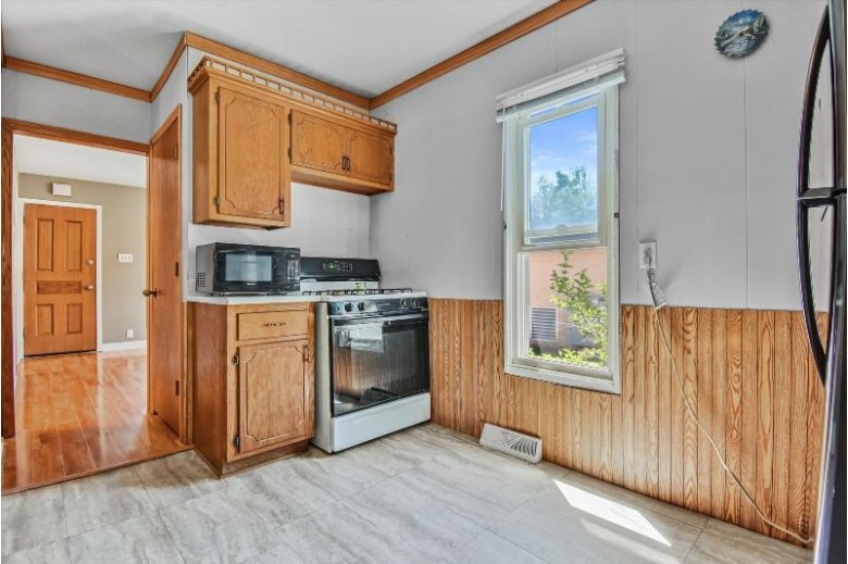 411 Jefferson St, Mukwonago, WI by Realty Executives Southeast $178,000