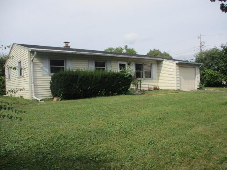 816 Birch Dr Waukesha, WI 53188-2240 by Coldwell Banker Homesale Realty - New Berlin $207,000