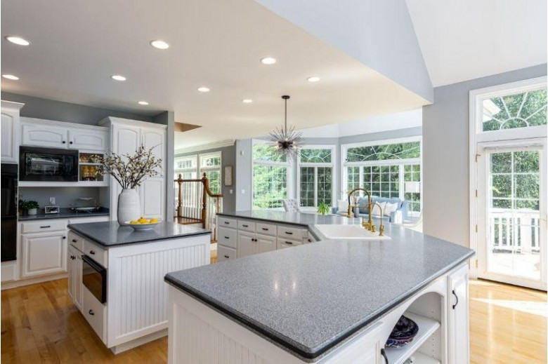 W289N3206 Lost Creek Ct Pewaukee, WI 53072 by Mahler Sotheby'S International Realty $949,000