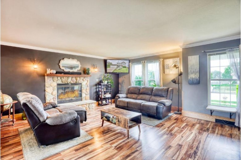 1612 Redtail Dr Hartford, WI 53027-2775 by Exp Realty, Llc~milw $350,000