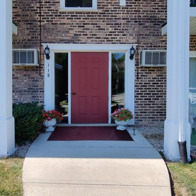 118 Evelyn Ln B, Lake Geneva, WI by Keefe Real Estate, Inc. $151,000
