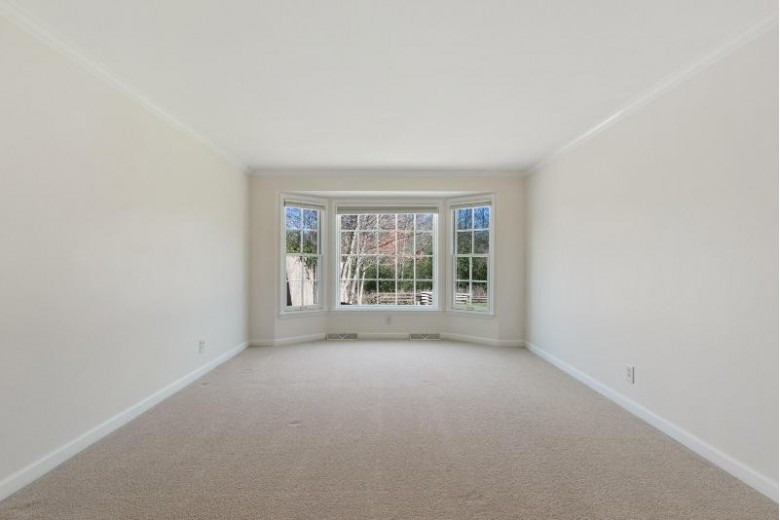 928 W Shaker Cir Mequon, WI 53092-6032 by First Weber Real Estate $500,000