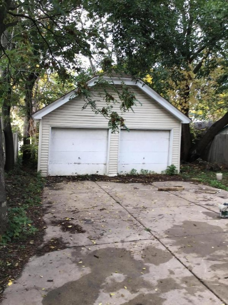 1427 N 49th St 1427-A Milwaukee, WI 53208-2250 by First Weber Real Estate $234,900