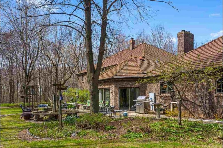 3033 W Shady Lane, Neenah, WI by Expert Real Estate Partners, LLC $750,000