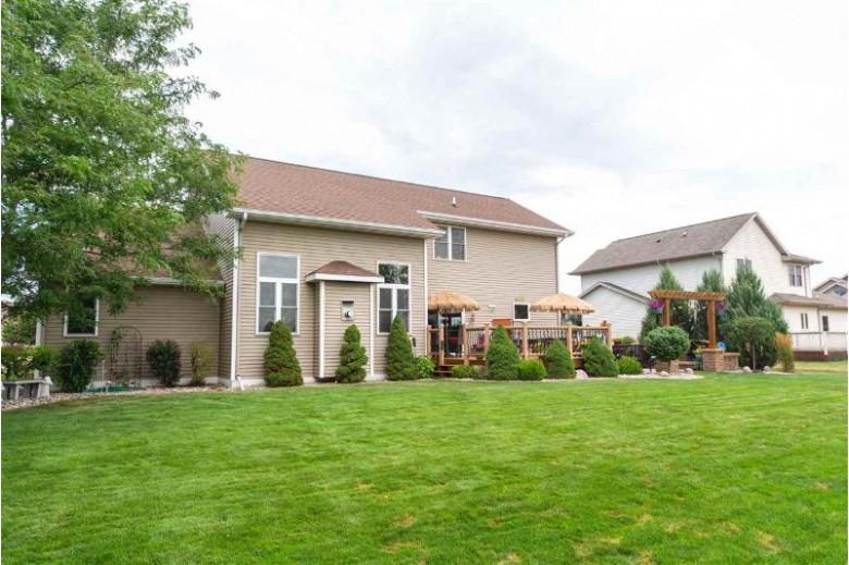 N9121 Hedgerow Drive, Appleton, WI by Exit Elite Realty $399,900