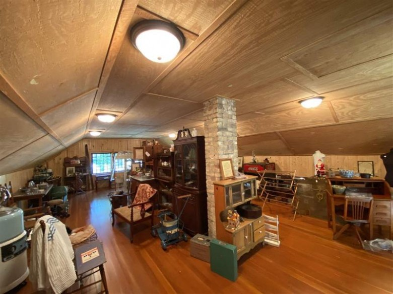 1931 Riverside Avenue, Marinette, WI by Broadway Real Estate $399,900