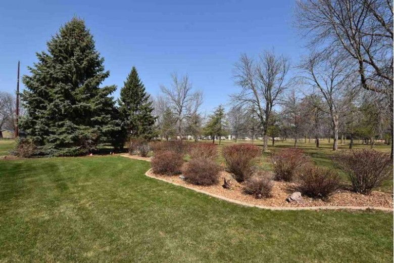 1667 Maricopa Drive, Oshkosh, WI by RE/MAX On The Water $169,900
