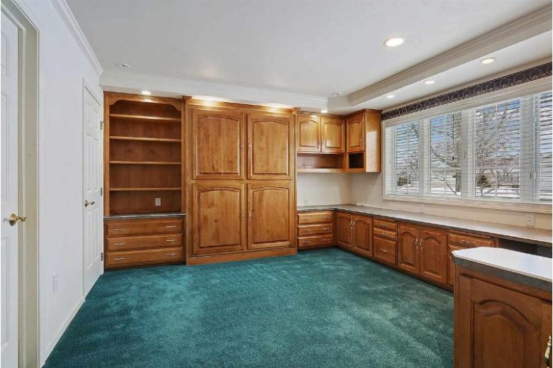 1645 Twin Lakes Circle Green Bay, WI 54313 by Mahler Sotheby's International Realty $380,000
