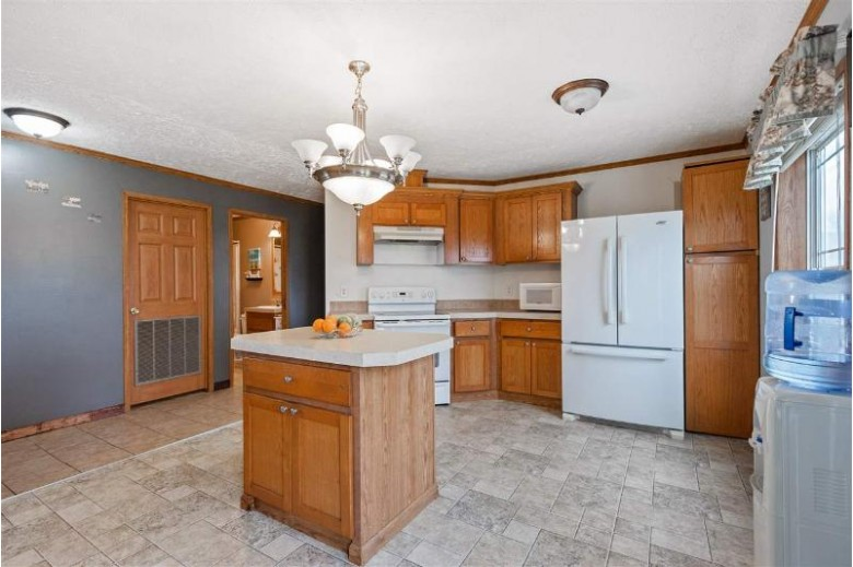 8822 N Paque Lane, Luxemburg, WI by Shorewest, Realtors $190,000