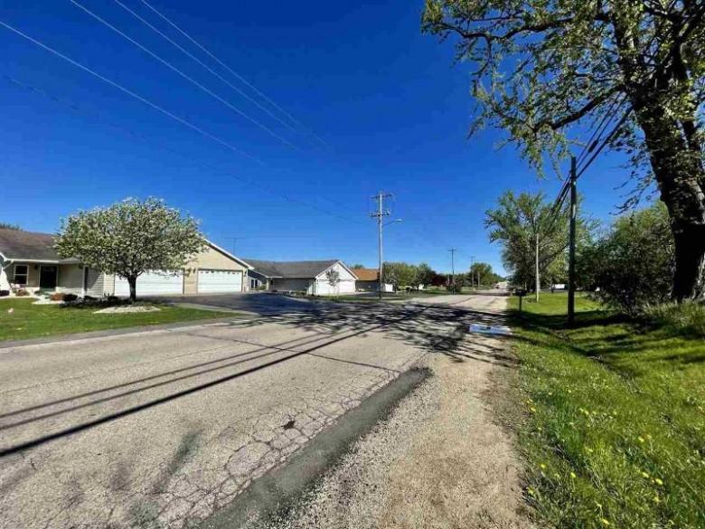 548 N Wisconsin Street Berlin, WI 54923 by First Weber Real Estate $139,980
