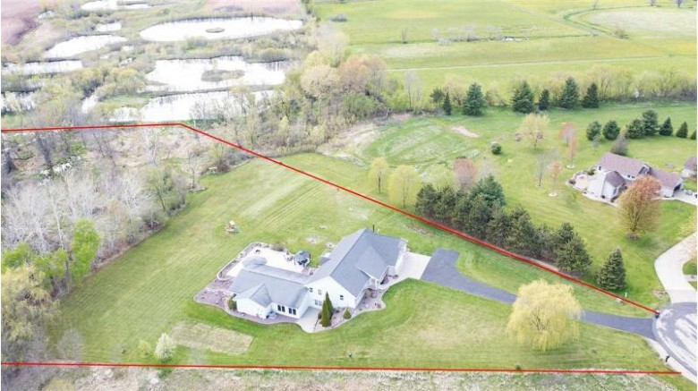 W10265 Gilwin Lane Hortonville, WI 54944-9289 by Berkshire Hathaway HS Fox Cities Realty $499,900