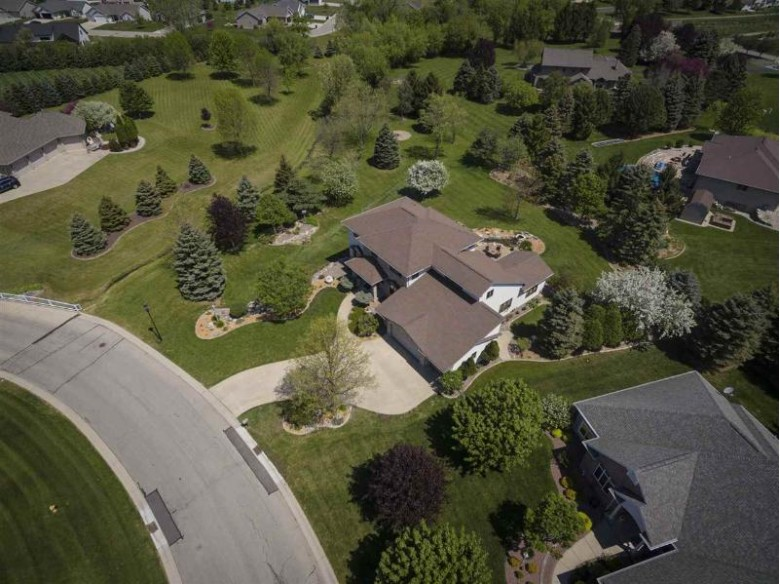 3836 N Cobble Creek Drive Appleton, WI 54913 by First Weber Real Estate $629,900