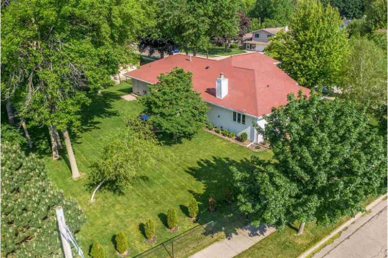 463 Hawthorne Street Neenah, WI 54956 by Coldwell Banker Real Estate Group $359,900