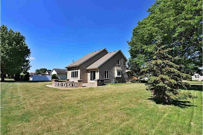576 Fairway Circle Jefferson, WI 53549-2121 by Roots Real Estate LLC $349,900