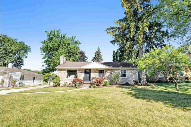 3812 S Clay Street Green Bay, WI 54301 by Coldwell Banker Real Estate Group $189,900