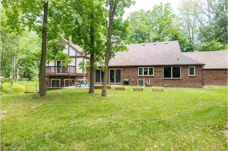 11 Hilltop Court Appleton, WI 54914 by Coldwell Banker Real Estate Group $395,000