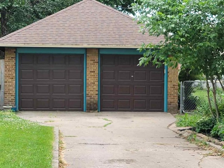 172 15th Street, Fond Du Lac, WI by Roberts Homes and Real Estate $224,000