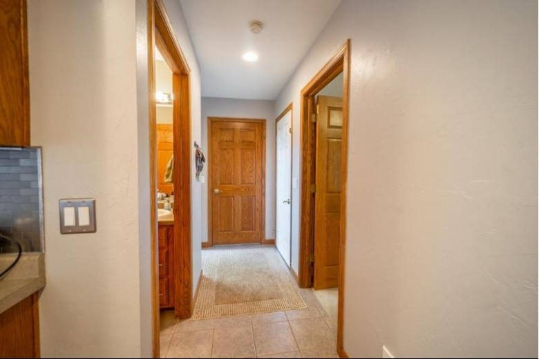 33 Brentwood Court Appleton, WI 54915 by Rieckmann Real Estate Group, Inc $260,000