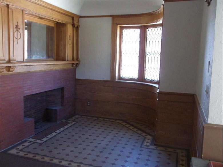 322 Court Street, Oshkosh, WI by First Weber Real Estate $129,900