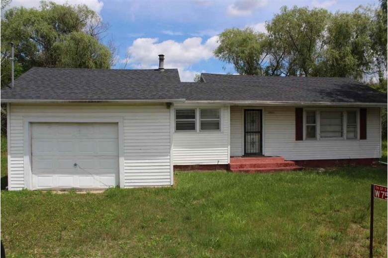 W7574 Hwy 21 Wautoma, WI 54982 by Coldwell Banker Real Estate Group $79,000