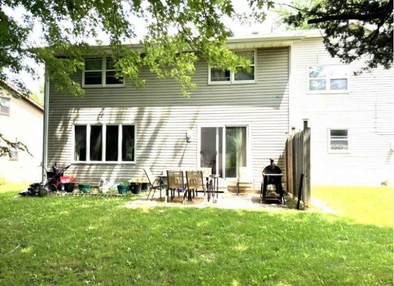 1000 Green Ridge Drive Green Bay, WI 54313 by First Weber Real Estate $325,000