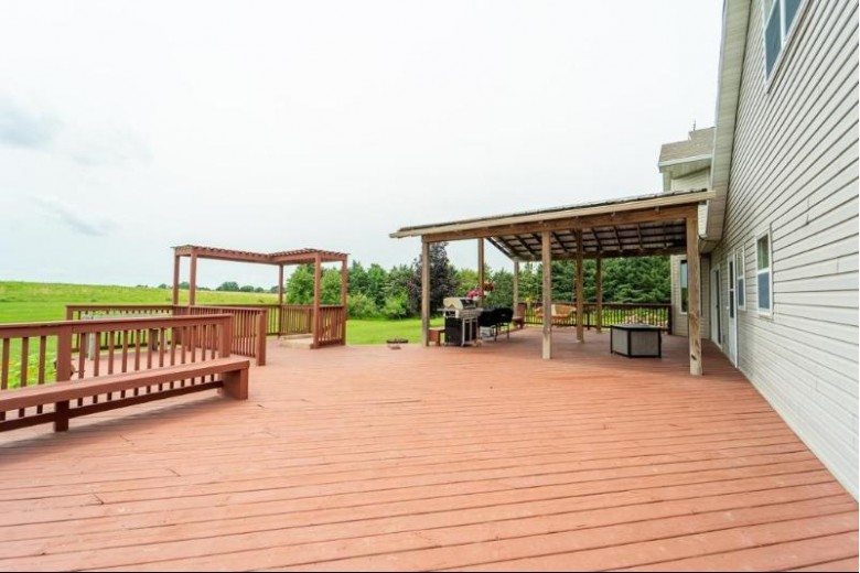 W9811 School Road Hortonville, WI 54944 by Rieckmann Real Estate Group, Inc $460,000