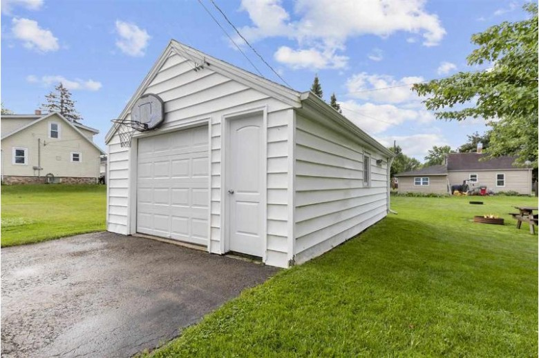 510 W Pine Street, New London, WI by Coldwell Banker Real Estate Group $135,000
